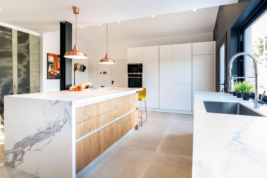 Cocinas Brava - Cocinas de diseño | Matt blanco y madera - Cocinas ...