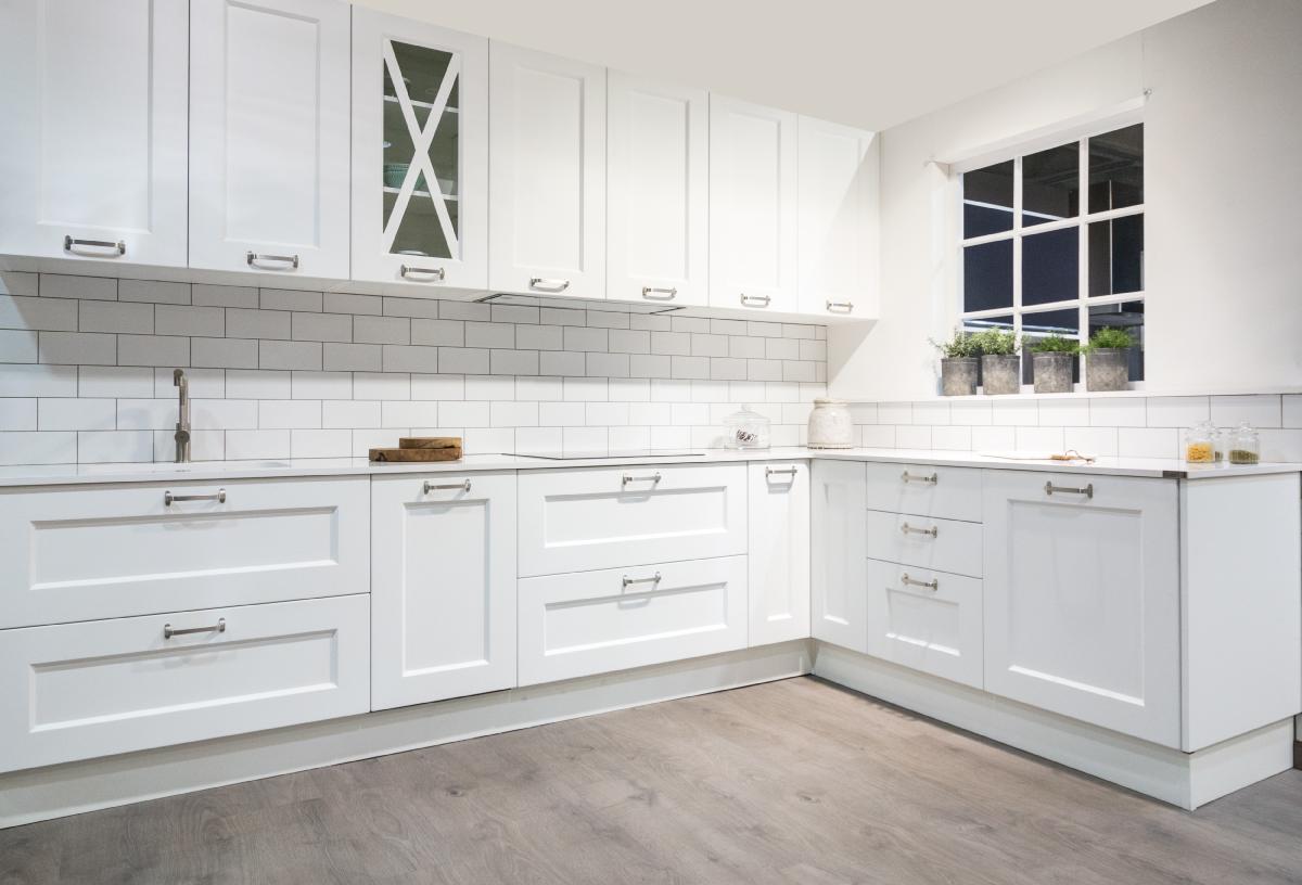 Puertas de cocina rusticas cocina con dos puertas ideas - Puertas de cocinas ...